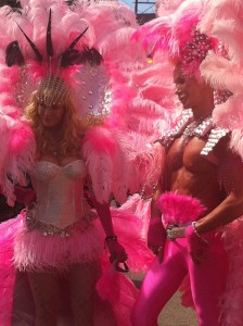 ピンクのお姉様達。右の方の筋肉が美しすぎますね。